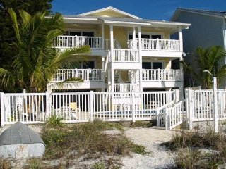 Lovely Beach Front Rental - Sunset Villas, Redington Shores