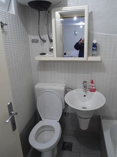 A1 Prizemlje (2+2): bathroom with toilet