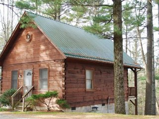 Watson Log Cabin-Cozy, Hiking Nearby, WIFI