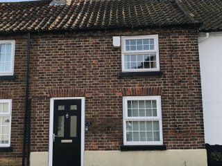 COBBLERS COTTAGE - PET FRIENDLY  PERIOD COTTAGE, Filey