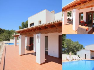 Luxurious & Secluded Villa - Private Pool, Walk to the Beach & Moraira: Villa Ampolla 2, La Llobella