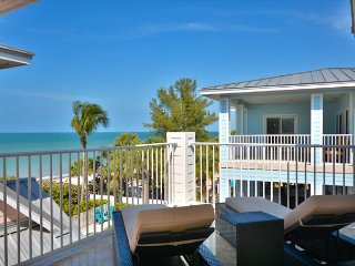 Fabulous 4 bedroom Beach Home in Gated Community on Indian Rocks Beach!