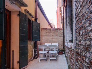Elegant and cosy Ca' Testa apartment, Venice