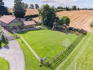 Family Friendly Barn, Private 20 Acres w/ Play Area