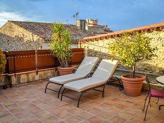 CAN FELIP - Penthouse Apartment (Beautiful XVIIIC House), Palafrugell