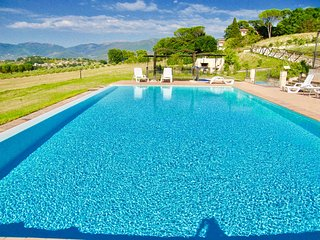 SPOLETO BY THE POOL/APT 3 - 3mls to Spoleto centre