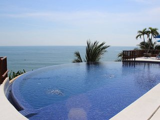 4BR APT IN PASEO DE LA PLAYA 35, ACAPULCO DIAMANTE