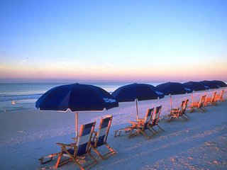 ESCAPE TO TROPICAL PARADISE!!  VANDERBILT BEACH!, Napels
