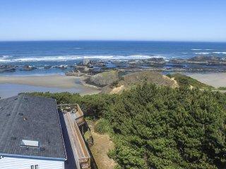Romantically Private.  Hot Tub.  Ocean Views., Seal Rock