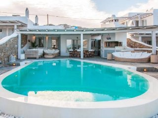 Beautiful Maisonette with pool, sleeps 10, Kalafatis
