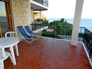 Stunning 2 Bedrooms 2 Bathrooms Sea View, Ospedaletti