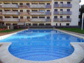Apartamento a 200 mtos playa con aire acondiconado y piscina