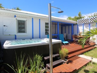 Tropical Sapphire bungalow and spa, 250 m from the beach, Saint Francois