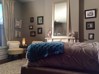The Faulkner Room in a Beautifully Renovated Home in downtown Historic District, Lexington
