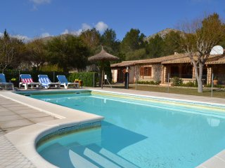 Charming 3 bed Villa Costa, 15mins walk to beach
