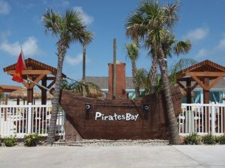Main Sail at Pirate's Bay for Fun in the Sun! New Lower High Season Rates!!, Port Aransas