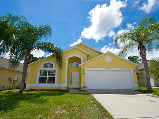 Dunes House - Beautiful Pool Home in Gated Golf Community, Haines City