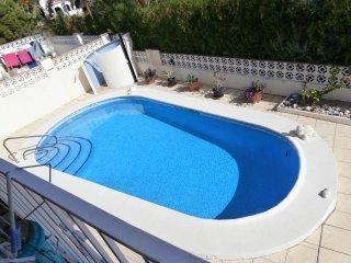 Apartamento 1 con piscina y vista al mar 150 m de la playa