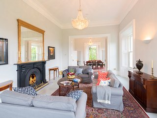Beautiful drawing room and dining room, 13ft ceilings and stunning views
