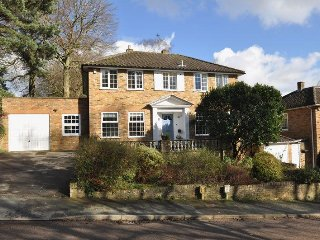 5 Bedroom Luxury House in Camberley