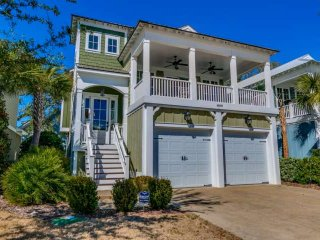 North Beach Plantation Lux 4BR 3.5BA, 2.5 Acres of Pools/Swim Up Bar~Salt Creek, North Myrtle Beach