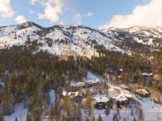 Moose Creek Townhome ski in/out at Teton Village