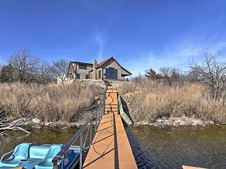 NEW! Lakefront 4BR Cedar Vale Lodge w/Private Dock