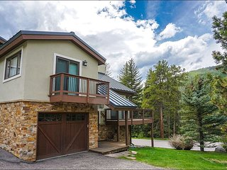 Beautiful Mountain Setting on Wooded Lot, Great Value for a Large Group (208146)