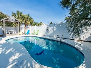 5BR/3.5BA,PRIVATE POOL,SHORT WALK TO BEACH,CLOSE TO DESTIN COMMONS! BOOK NOW!