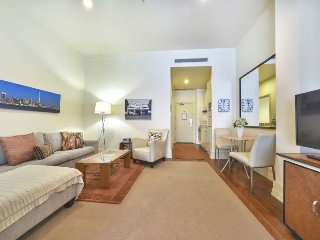 Heritage Hotel Studio Apartment on 7th Floor, Auckland Central