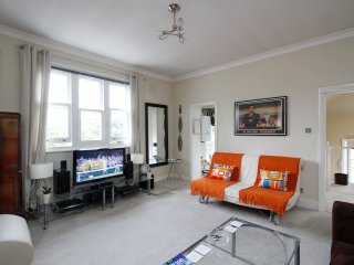 Large Comfortable Stylish Flat in London with 36 excellent reviews on Air