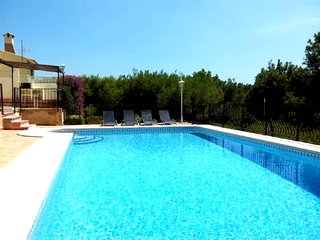 First line golf course with sea view, villa with a swimming pool of 11 x 5.50 m
