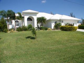 SW Cape Waterfront Villa - catch your breath and relax, Cape Coral