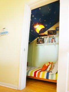 Children's nook/bedroom next to downstairs master bedroom.