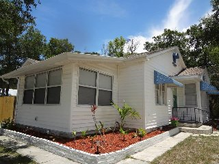 Key West Style Bungalow/ Pet Friendly, New Port Richey