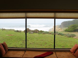White Water Views from Every Room!!! Ask about 3rd Nite Free thru March!