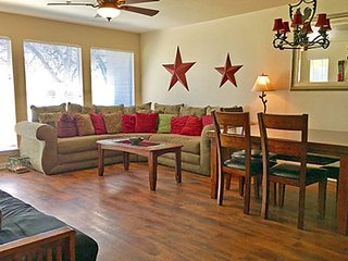 Guadalupe Getaway - 2BDR/2BTH! GREAT RIVER ACCESS! WEEKDAY SPECIALS!