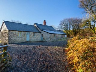 LIMECOMBE spacious detached property, secluded location, five bathrooms