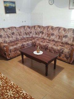 H(5+3): living room