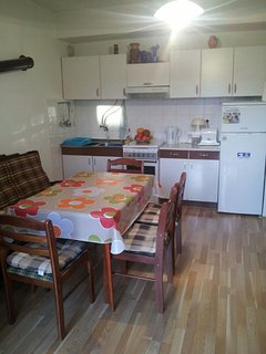 H(5+3): kitchen and dining room