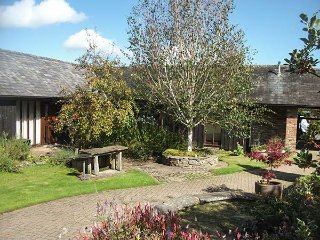 WYE COTTAGE, all ground floor, wet rooms, woodburning stove, hot tub, Builth Wel