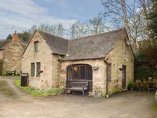 THE OLD SMITHY character, detached, beams, pet-friendly, Alton, Ref 951792