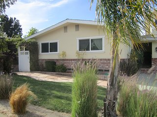 Quiet San Luis Obispo Neighborhood Home: Vacation or Executive Rental