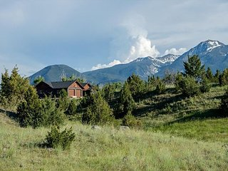 Mountain Sanctuary- New listing in Paradise Valley!, Pray