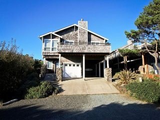 SPINDRIFT HIDEAWAY~MCA 1686~Luxurious premier townhome 1/2 block from beach!