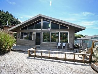 WAPITI CREEK ~ Great family home with beautiful ocean and mountain views!, Manzanita