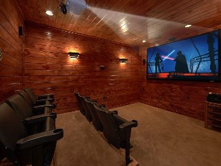 3 Master Suite Cabin with Private Home Theater Room and Sauna, Gatlinburg