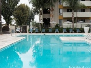 Semi-luxury 2 BD/2 BA in Koreatown