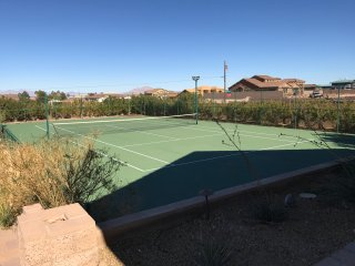 777RENTALS - Green Valley Oasis - Private Tennis,  Volleyball, Pool and Spa, Henderson