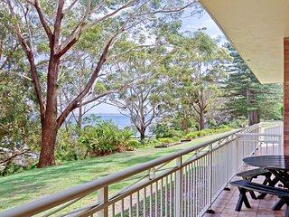 2 'Fiddlers Green' 62 Magnus Street - ground floor unit walking distance to Nels